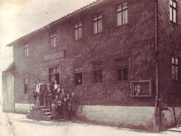 Vorm Gasthaus Zum Werratal; Aufnahme um 1925